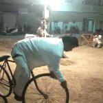 કેશોદ શહેરમાં સાયકલ પર કરતબો બતાવી પેટીયું રળતા વ્રજવાસી
