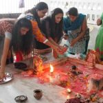 રાજકોટ શહેર અષાઢ સુદ અગિયારસ આજથી ગૌરીવ્રતનો પ્રારંભ થયો છે. કુમારીકાઓ પાંચ દિવસ મીઠા વગરનું મોળુ એકટાણું કરી આ વ્રત કરે છે